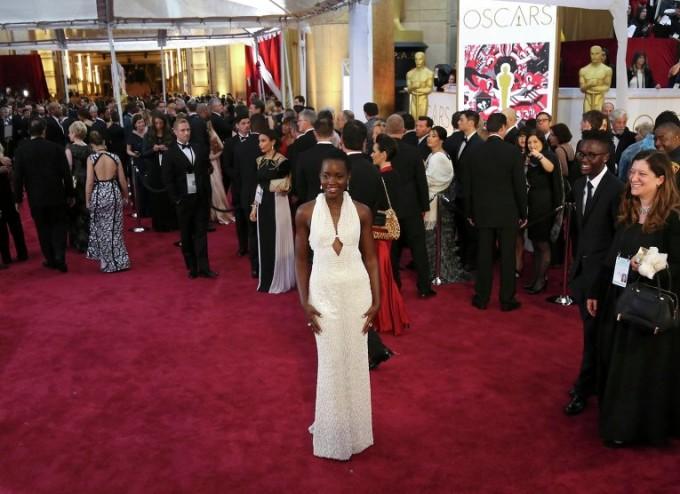 Актриса Люпита Нионгонинг 150 минг долларлик кўйлаги «Оскар» маросимидан сўнг ўғирлаб кетилди