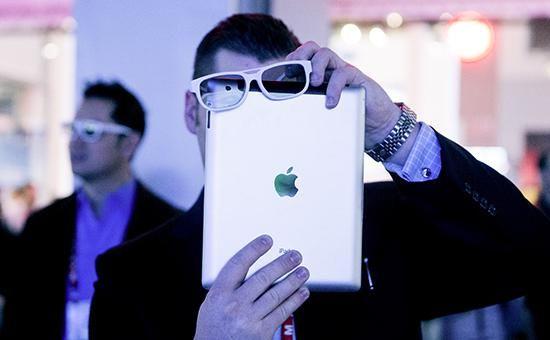 Apple смартфон-кўзойнак учун патент олди