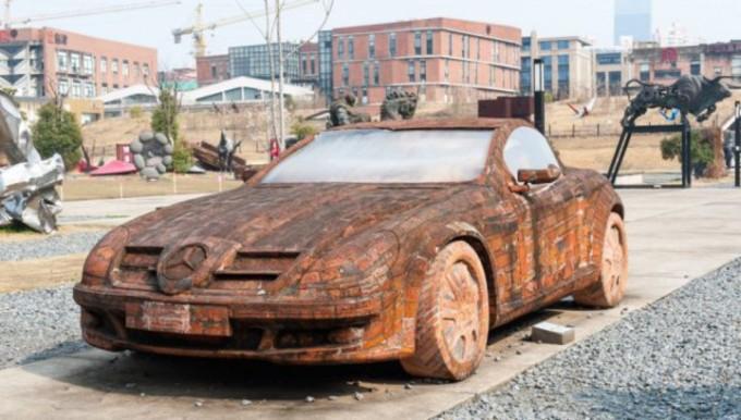 Хитойлик рассом ғиштдан Mercedes ясади