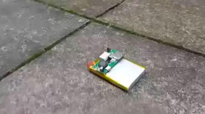 Смартфон батареяси билан ўтказилган хавфли тажриба YouTube'да машҳур бўлди