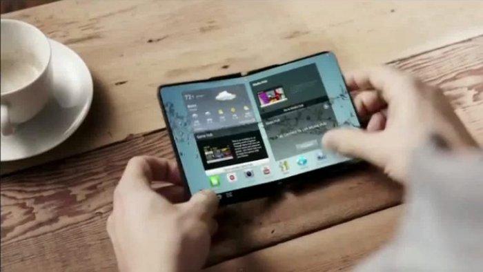 Samsung икки дисплейга эга смартфон яратмоқчи