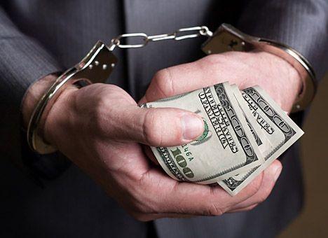 «Ўзбекнаво»нинг масъул ходими хонанданинг лицензиясини узайтириш учун 200 доллар пора сўради