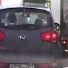 Автомобилчилар трасса ўртасида лом билан урушиб кетишди (Видео)