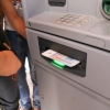 Тошкентдаги бозорларга ўрнатилган банкоматлар пластикдаги пулни нақдлаштириб бера бошлади (Фото)