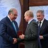 Владимир Путин Алишер Усмоновни медаль билан тақдирлади