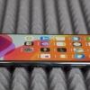 Apple yangi va eski iPhone'lar jamlanmasidan quvvatlantirgichni olib qo'yadi