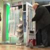 Britaniya bosh vaziri mahalliy do'konda pol artdi (video)