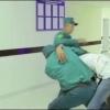 Shahrisabz Xalq bankiga mast holatda kirib, janjal qilgan fuqaro qo'lga olindi (video)