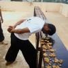 Ҳиндистонлик йигит 1 минутда боши билан 217 та ёнғоқни чақиб ташлади (видео)