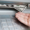 Markaziy bank bankomatlar 1 oktyabrdan naqd xorijiy valyuta berishni to'xtatishini tasdiqladi
