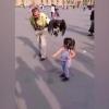 Бургут қизчанинг бошини чангаллаб олди (видео)