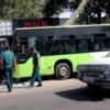 Тошкентда йўловчи автобуснинг устунга бориб урилиши оқибатида 15 киши жабрланди(Фото)