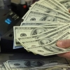 Янги қарор: Тижорат банклари аҳолидан хорижий валюта сотиб олиш учун нақд пул билан таъминланади