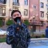 IIBB badiiy jamoasi poytaxtimizdagi ko'p qavatli uylar oldida qo'shiq kuylashmoqda (video)