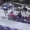 Ресторанга келиб урилган автомобиль 12 кишининг ҳаётига зомин бўлди (видео)