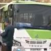 Тошкентда автобус ҳайдовчиси ва ЙПХ ходими жанжаллашди (видео)