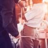 Намангандаги мактабларнинг бирида ўқувчиларни таёқ билан жазолашмоқда (видео)