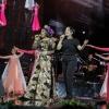 Нилуфар Усмонова онасининг концертида бэк-вокалда куйлади