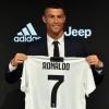 «Ювентус» Роналду исми туширилган футболкалардан қанча фойда кўрди?
