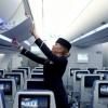 Суратга тушишни истамаган стюардесса йўловчилар томонидан калтакланди