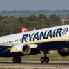 Йўловчи Ryanair самолётининг қўрқитувчи қўнишини видеога олди