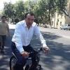 Озодбек Назарбеков Тошкент кўчаларини велосипедда сайр қилди