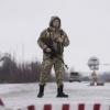 Украина чегарачиси пора сифатида олган 200 долларни еб қўйишга уринди