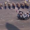 Франция президенти кўз ўнгида 2 мотоциклчи тўқнашиб кетди (видео)