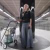 Uysiz rossiyalik ayol metroda kuylab oʻn minglab dollar ishladi