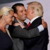 Трамп бошқалардан олган совғаларини ўғлига тортиқ қилади