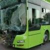 Автобуснинг дарахтга урилиши акс этган видео эълон қилинди (видео)