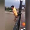 Хоразмда танасига олов ёқиб сувга сакраган шахс юзасидан маълумот берилди (видео)