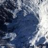Эльбурс чўққисига кўтарилаётган икки альпинист 4,9 минг метр баландликдан қулади
