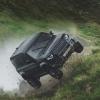 Jeyms Bond haqidagi yangi filmda Land Rover Defender avtomobili salto otadi (video)