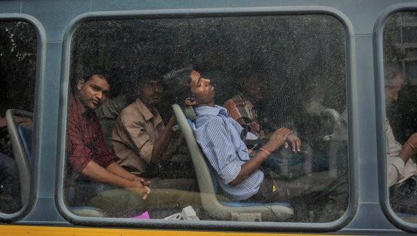 Hindistonda avtobusning ag'darilishi natijasida 12 kishi halok bo'ldi