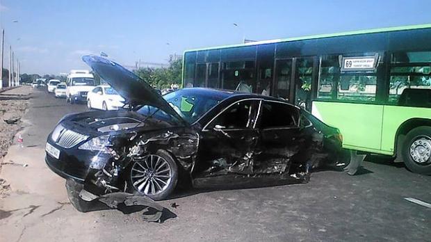 Тошкентда Hyundai Equus ва Lacetti иштирокида даҳшатли ЙТҲ содир бўлди