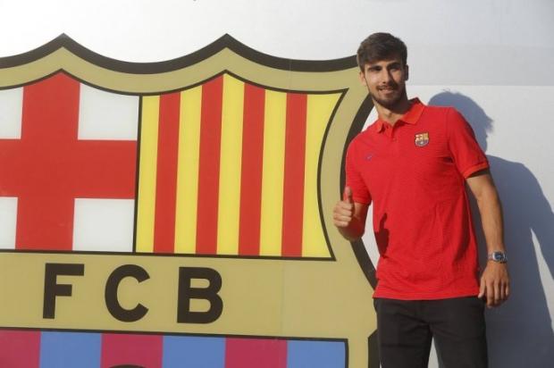 Андре Гомеш «Барселона» билан шартнома имзолади