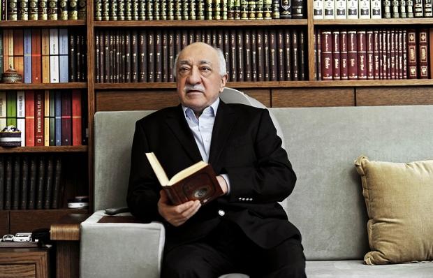 Турк мухолифатчиси Гулен экстрадициядан қўрқмаслигини билдирди