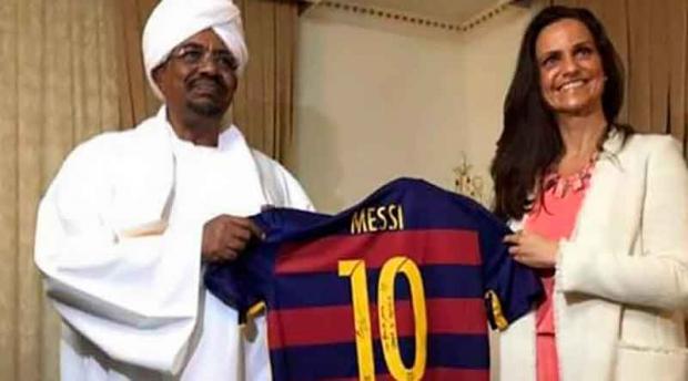 Судан президентига Мессининг қалбаки дастхатини совға қилишди