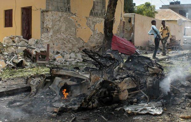 Сомалида террорчилар автомобилни порлатиб юборишди