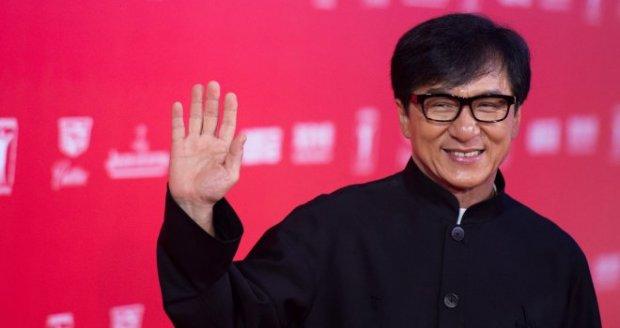 """Жеки Чан кинематографиядаги буюк хизматлари учун """"Оскар"""" билан тақдирланадиган бўлди"""