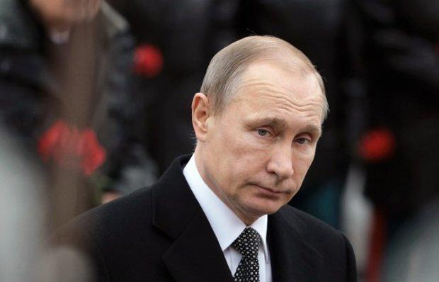 Путин Ислом Каримов қабрига гул қўйди