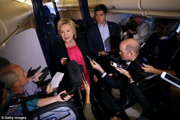 DM: Клинтон Трампдан кўра Путин билан тушлик қилишни афзал деб билди
