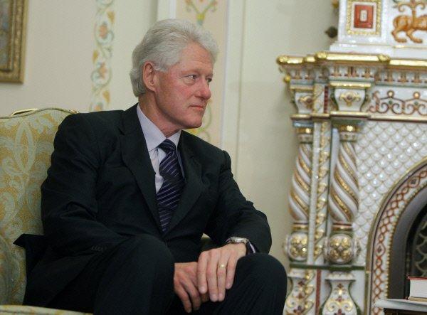 """Билл Клинтон рафиқасининг """"хаста""""лиги сабабларини маълум қилди"""