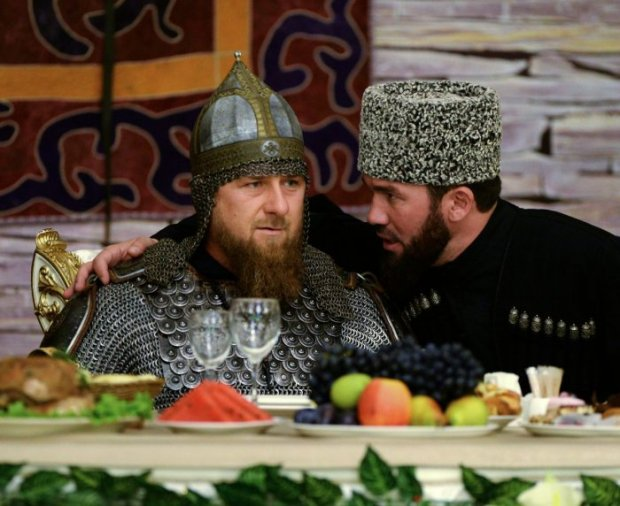 Рамзан Қодиров Чечен аёллари куни байрамига совут кийган ҳолда ташриф буюрди