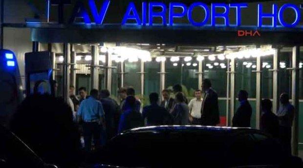 (ВИДЕО) Қирғизистон президентини ҳушсиз ҳолда аэропортдан олиб чиқиб кетишди