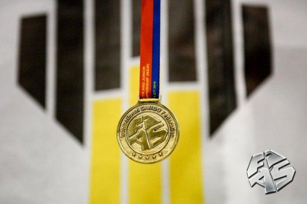 Ўзбекистонликлар самбо бўйича ўсмирлар ўртасидаги ЖЧда 16 медални қўлга киритди