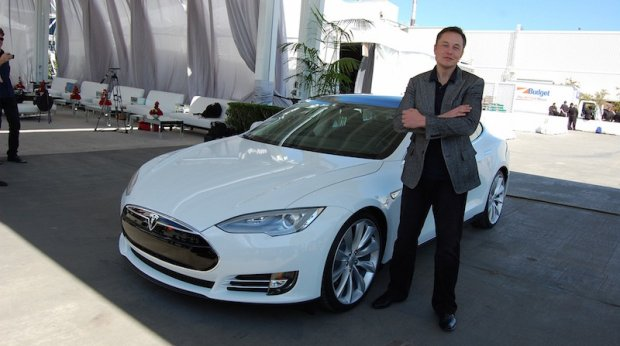 """Элон Маск: """"Тесла""""нинг ҳар бир автомобили мустақил ҳаракатланувчи бўлади"""