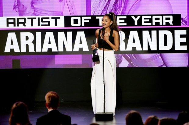 Ариана Гранде, Жастин Бибер, Дрейк, Бейонсе ва 2016 йилги American Music Awards'нинг бошқа ғолиблари