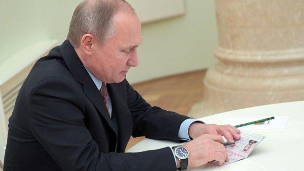 Актёр Стивен Сигал Путиндан орзу қилган нарсасини олди